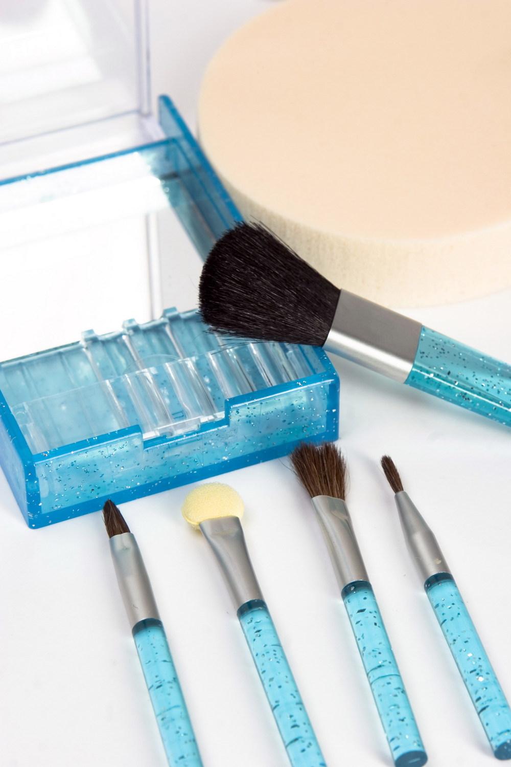 beauty-brushes-1189905.jpg